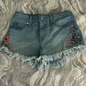 NWOT super cute frayed jean shorts with embroidery